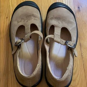 Keen mary-janes